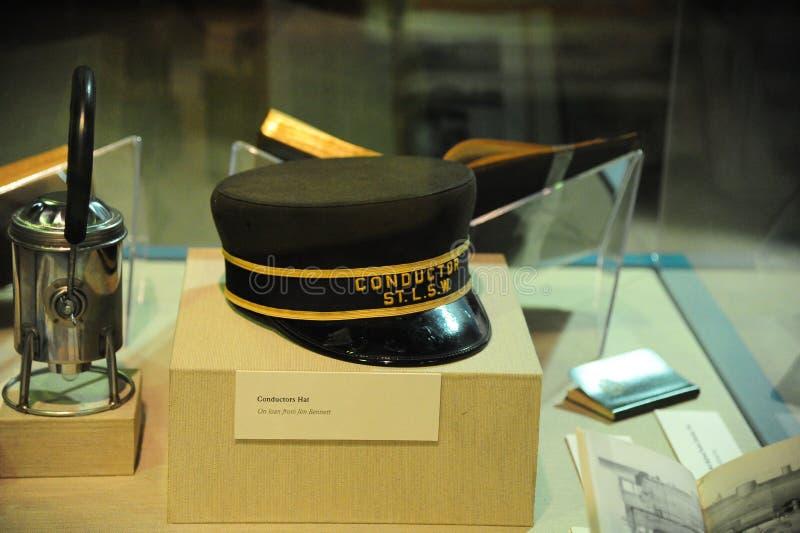 Un objeto expuesto del sombrero del conductor de tren en el depósito de tren cultural del delta, Helena Arkansas foto de archivo libre de regalías