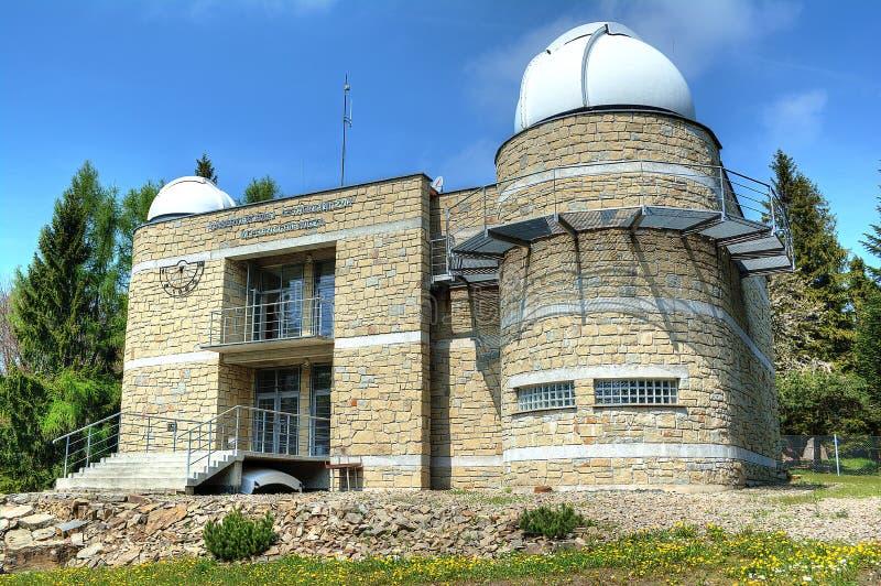 Un observatoire astronomique sur la montagne de Lubomir photos stock