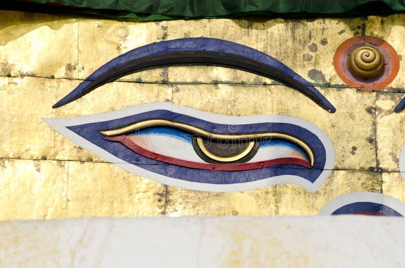 Un occhio di saggezza di Buddha sullo stupa a Kathmandu, Nepal fotografia stock libera da diritti