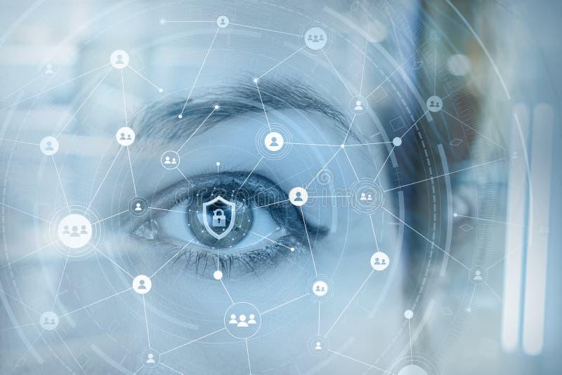 Un ojo humano detrás de un sistema de seguridad de datos imagen de archivo libre de regalías
