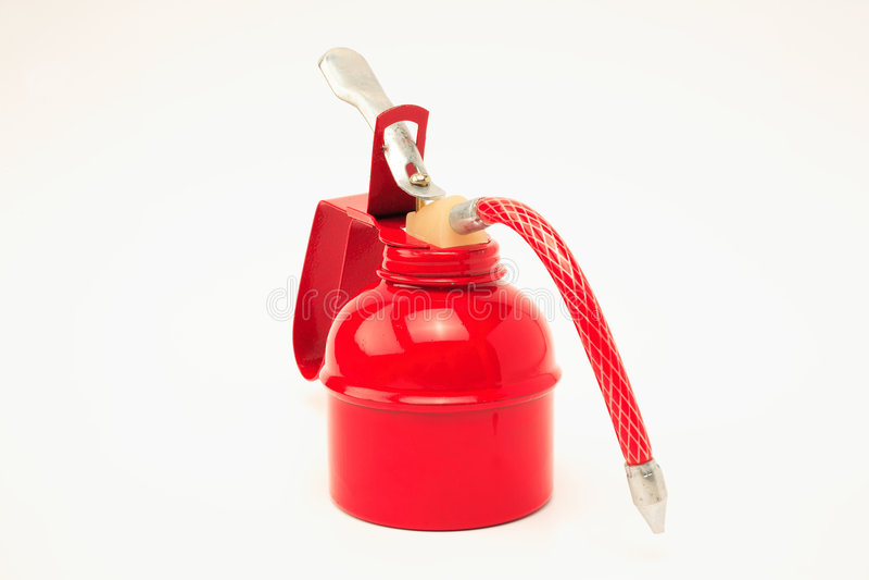 Un olio rosso può su una superficie bianca fotografie stock libere da diritti