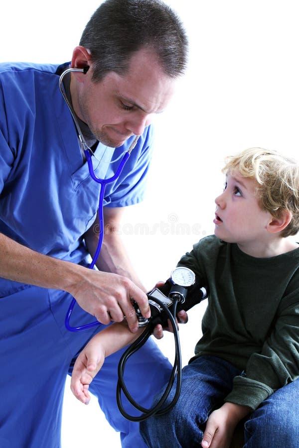 Un operaio medico e una giovane b immagine stock