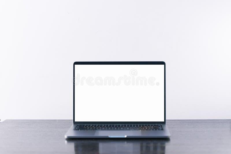 Un ordenador port?til fotografía de archivo libre de regalías