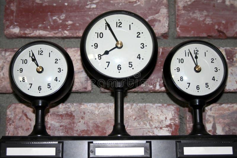 Un orologio delle tre fascie orarie fotografia stock libera da diritti