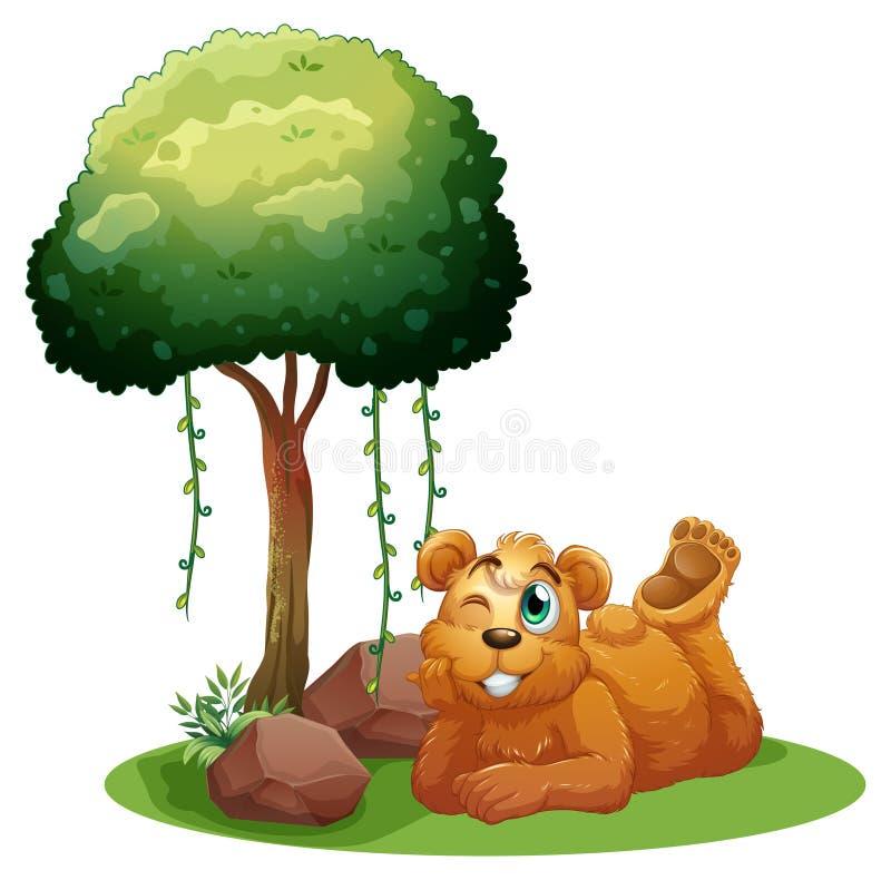 Un oso marrón sonriente que miente cerca del árbol ilustración del vector