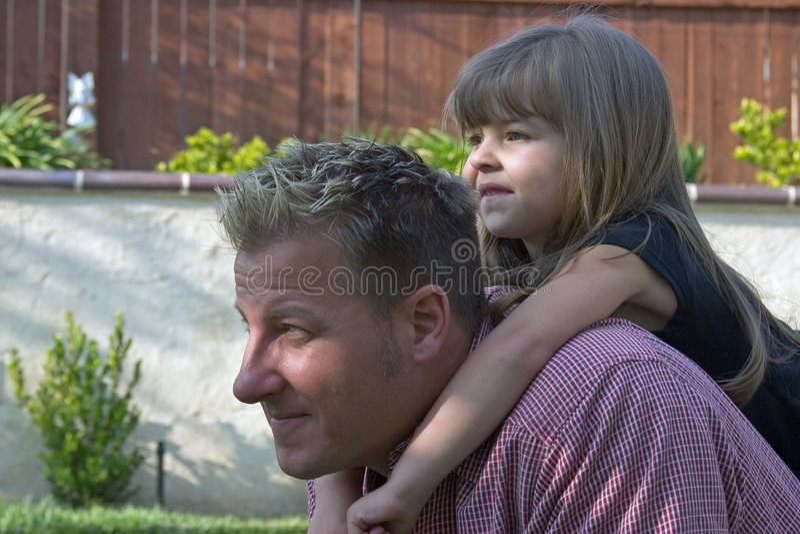 Un padre ed il suo daugther immagini stock