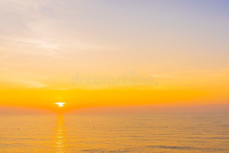 Un paesaggio bellissimo dell'oceano marino per viaggi e vacanze fotografia stock libera da diritti