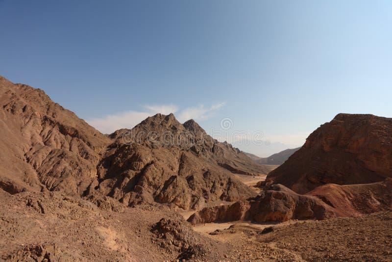 Un paesaggio della bibbia - abbandoni il Sinai in inverno immagini stock
