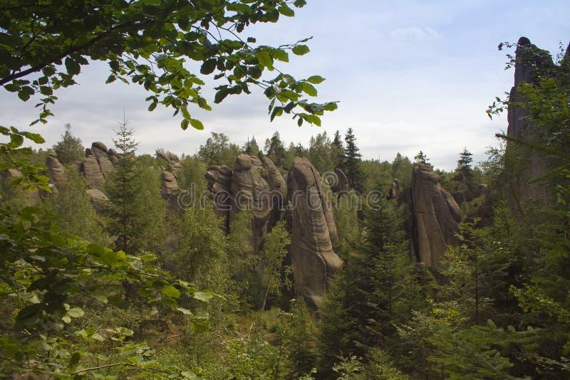 Un paesaggio delle rocce del culmine immagini stock