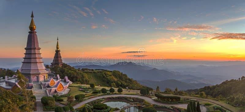 Un paesaggio due della pagoda in una montagna di Inthanon, Chiang Mai, Tailandia fotografie stock