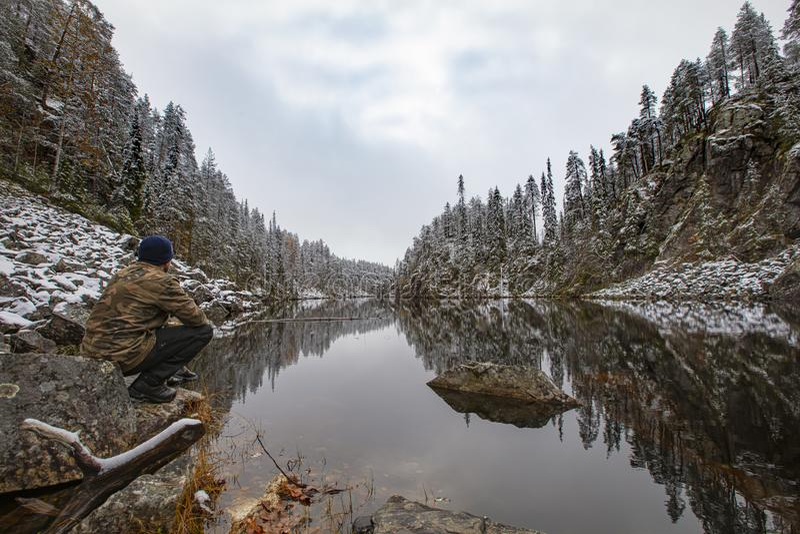 Un paesaggio invernale splendido e robusto in Finlandia La foto è stata scattata nel parco nazionale di Oulanka, Kuusamo fotografia stock libera da diritti
