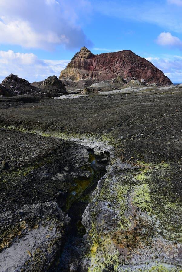 Un paesaggio robusto dell'Isola Bianca, il vulcano a cono più attivo della Nuova Zelanda fotografia stock