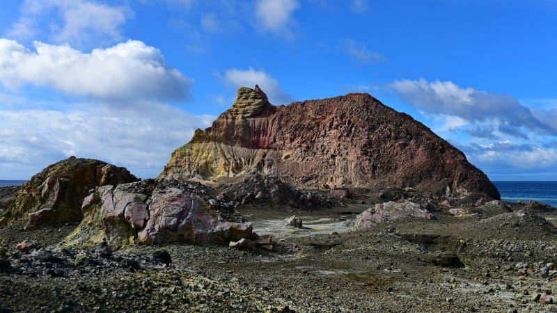 Un paesaggio robusto dell'Isola Bianca, il vulcano a cono più attivo della Nuova Zelanda immagine stock libera da diritti