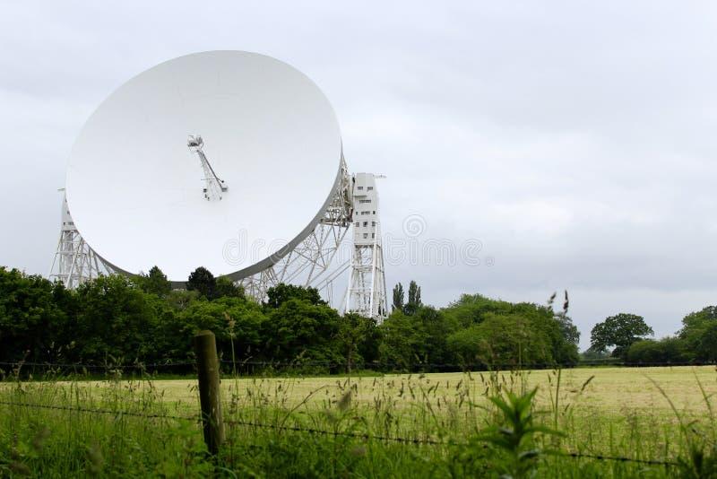 Un paesaggio sparato di Lovell Telescope alla Banca di Jodrell fotografie stock