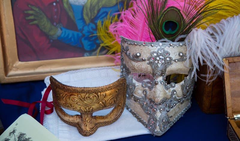 Un paio delle maschere di carnevale di metà del XIX secolo fotografie stock libere da diritti