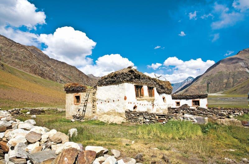 Un paisaje cerca de Rangdum en la manera a Zanskar, Ladakh, Jammu y Cachemira, la India foto de archivo libre de regalías