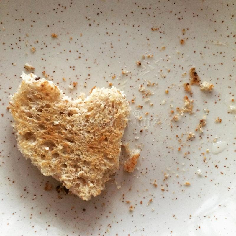 Un pane tostato a forma di del cuore fotografia stock libera da diritti