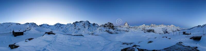 un panorama di 360 gradi da Riffelberg all'alba fotografia stock libera da diritti