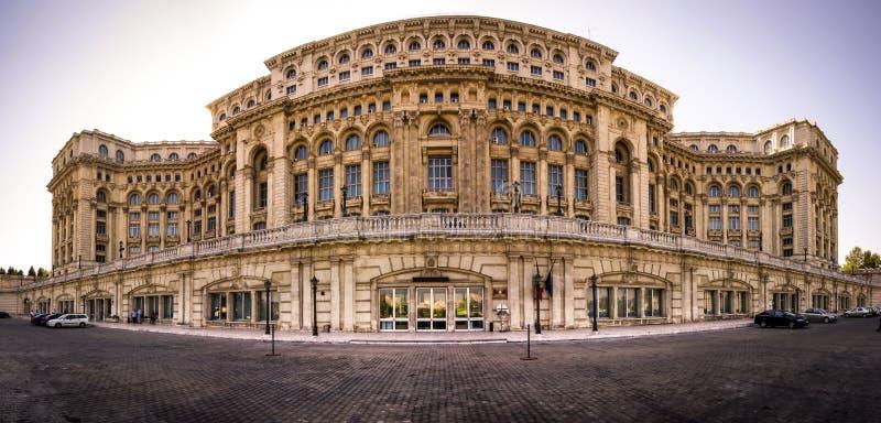 Un panorama du palais du Parlement photo stock