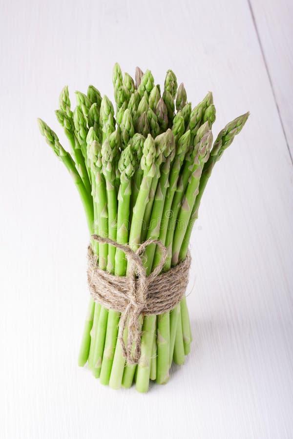 Un paquet d'asperge verte fraîche photo stock
