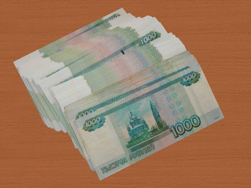 Un paquete de dinero ruso en la tabla fotografía de archivo