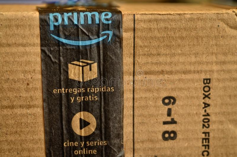 Un paquete del Amazonas fue entregado foto de archivo libre de regalías