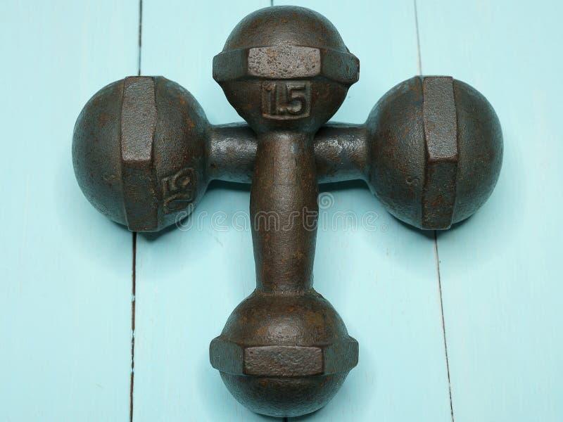 un par de pesas de gimnasia fotografía de archivo