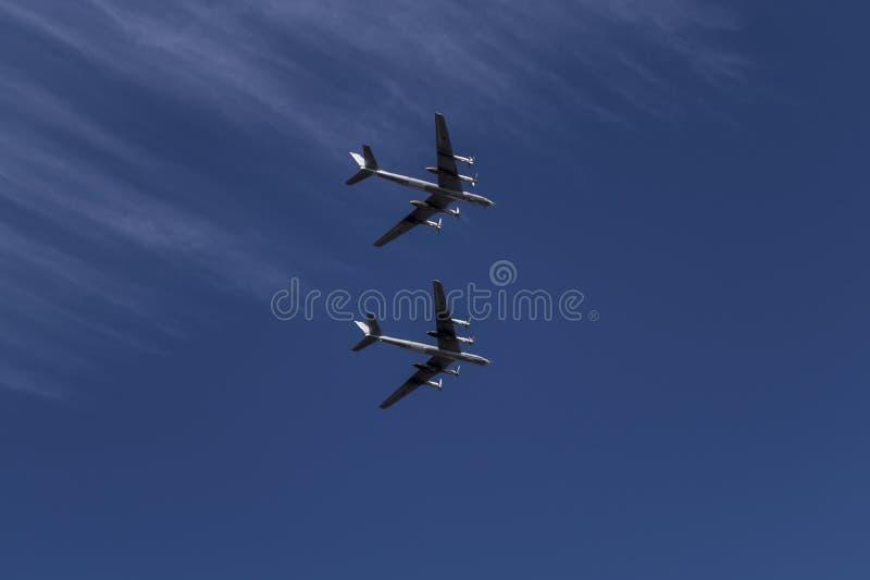 Un par de vuelo imágenes de archivo libres de regalías