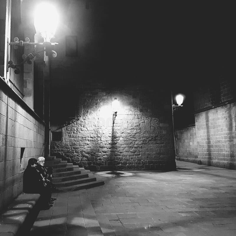 Un par en la calle imagenes de archivo