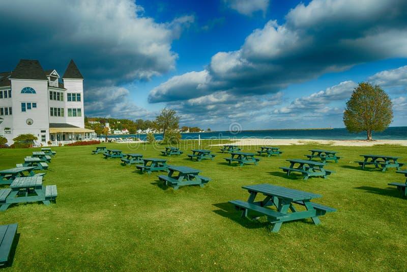 Un parco sull'isola di Mackinac un giorno freddo e ventoso di autunno fotografia stock