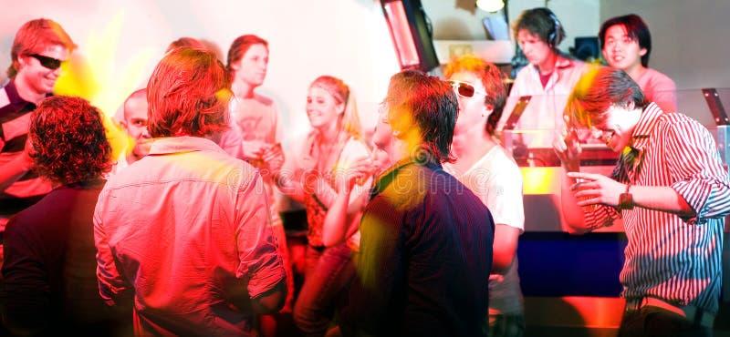 Un partito in un locale notturno fotografia stock libera da diritti