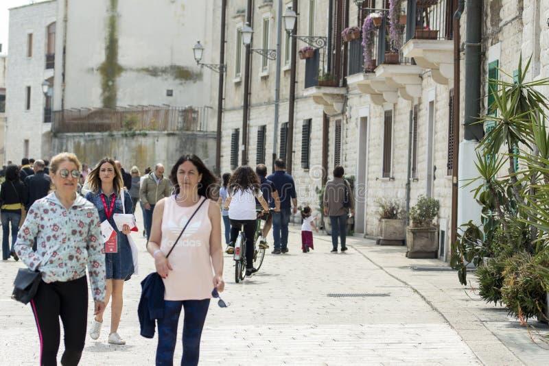 Un paseo para la ciudad imagen de archivo