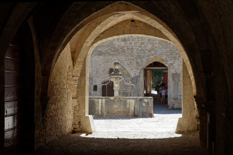 Un passage d'abbaye de baumé images libres de droits