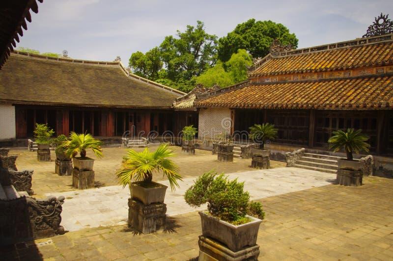 Un patio interno de la tumba del rey Tu Duc en H fotos de archivo