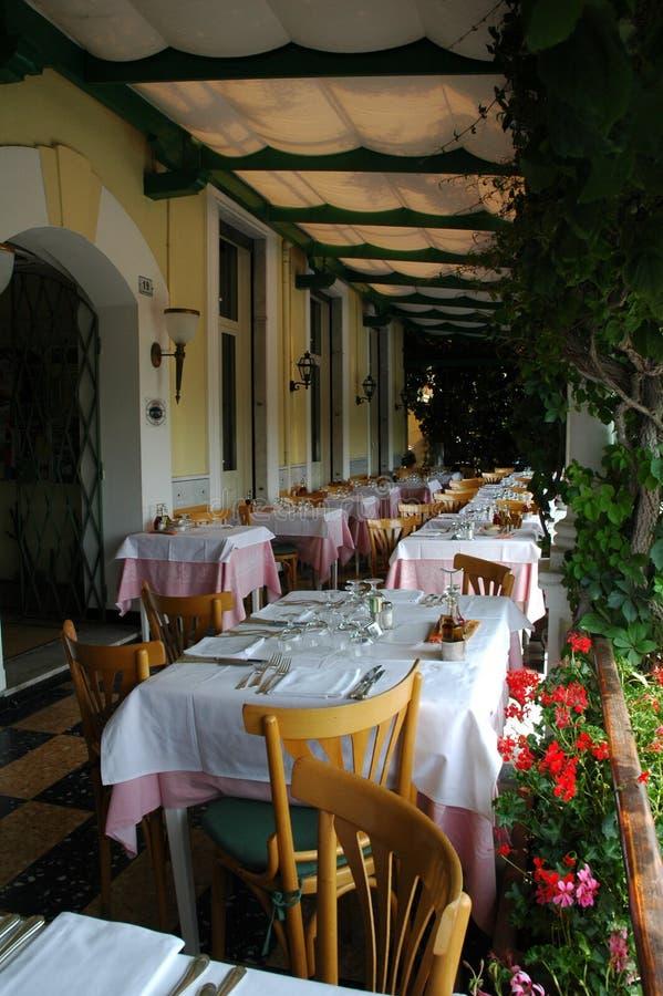 Un patio italiano imagen de archivo