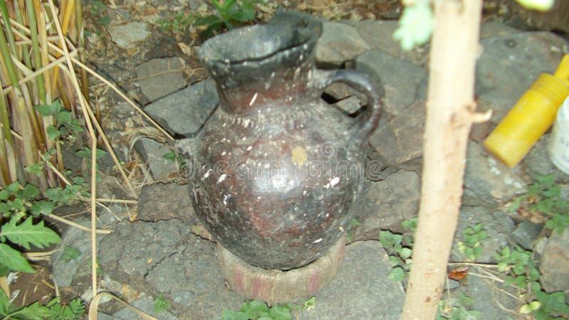 Un pequeño tarro usado para fermentar la cerveza etíope tradicional - ella de t ' imagenes de archivo