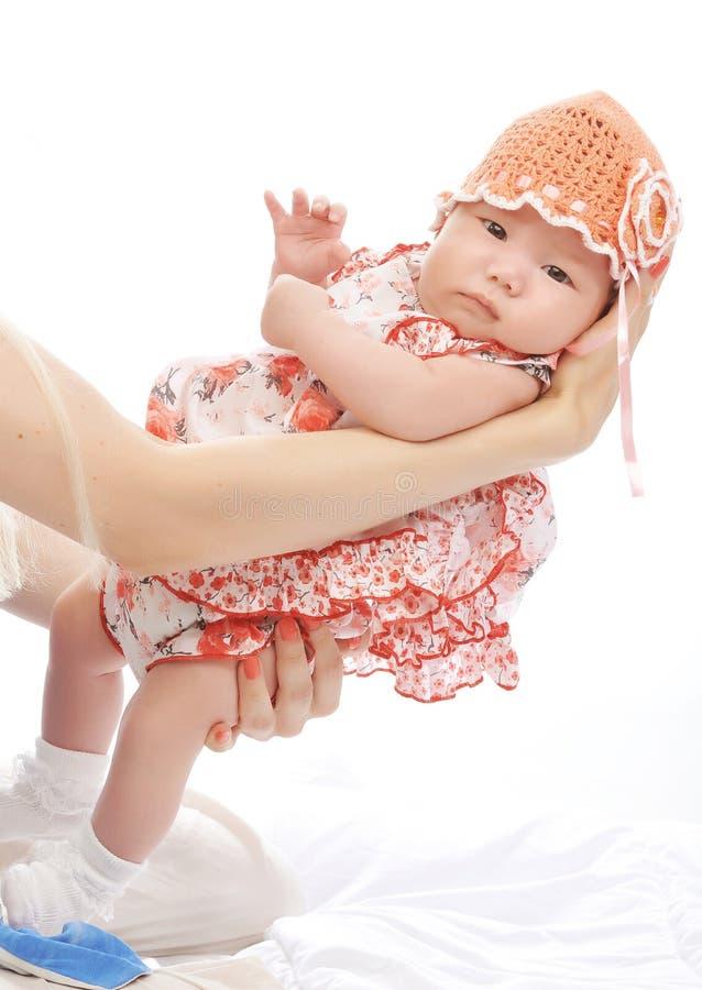 Un pequeño bebé foto de archivo