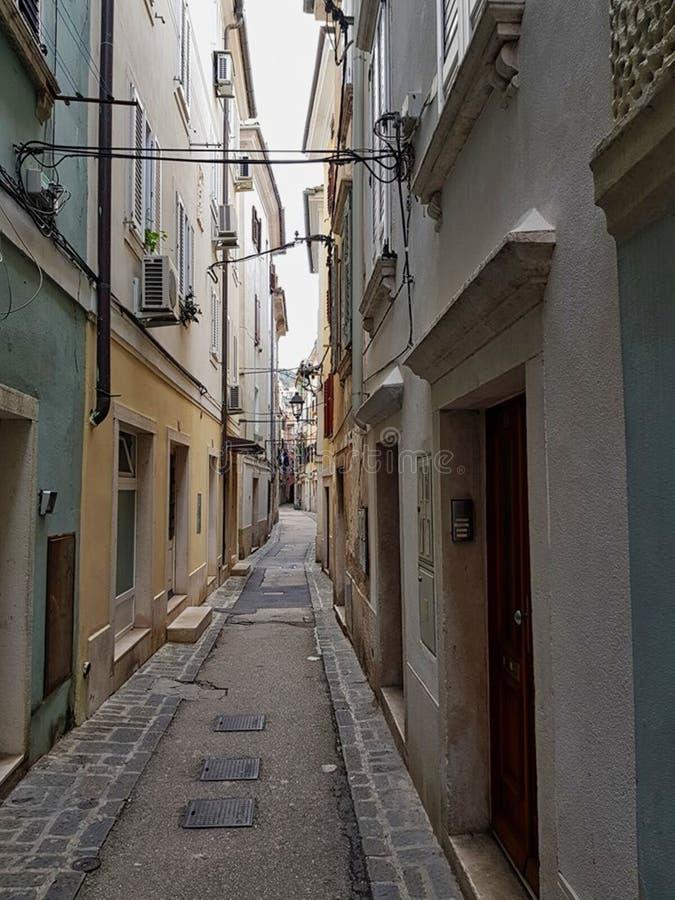 un pequeño estilo del italiano del callejón fotografía de archivo
