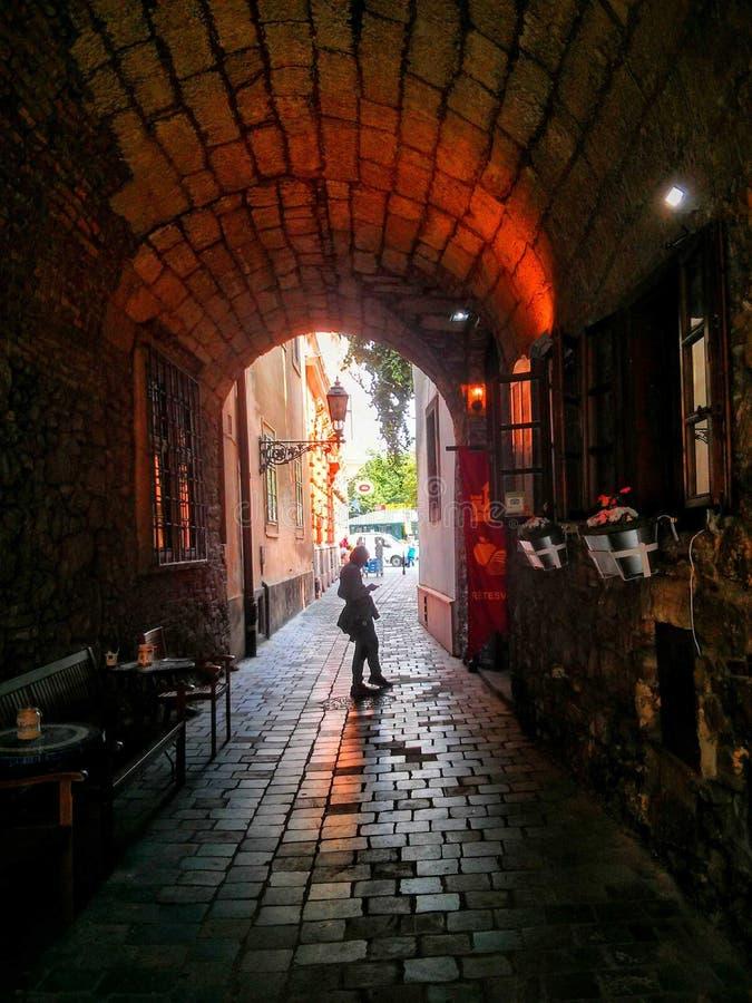 Un pequeño túnel en Budapest foto de archivo libre de regalías