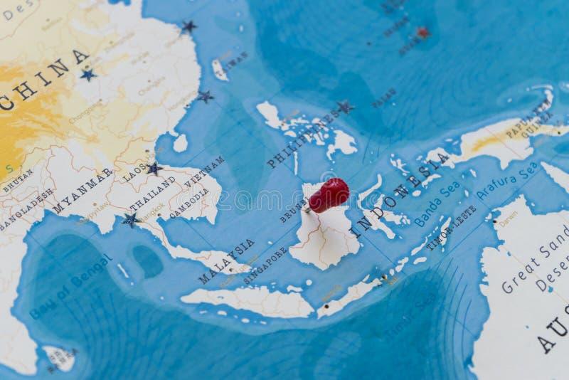 Un perno en Brunei en el mapa del mundo imagen de archivo libre de regalías