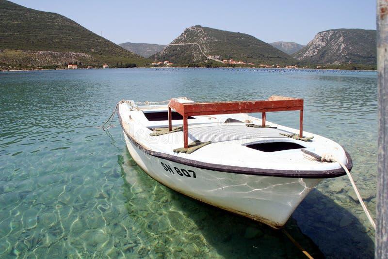Un petit bateau d'huître image stock