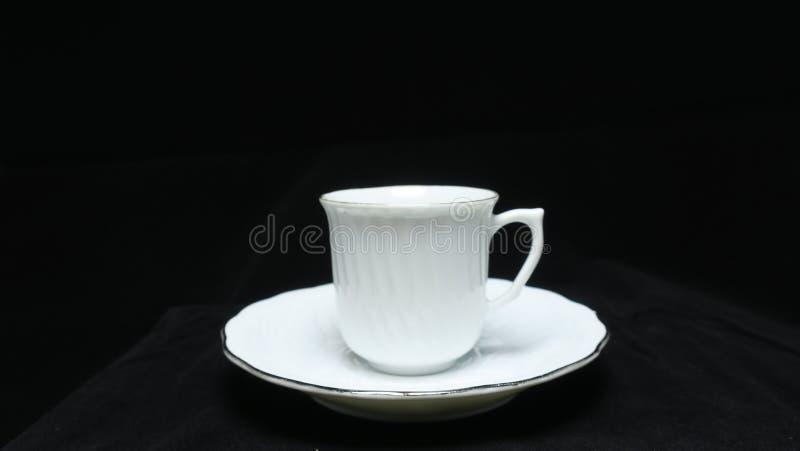 Un petit, en forme de cuvette récipient pour boire de, typiquement ayant une poignée image stock