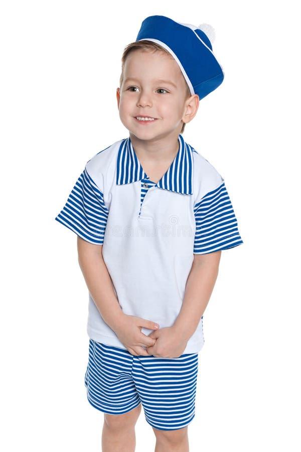 Un petit garçon dans un costume de marin photographie stock