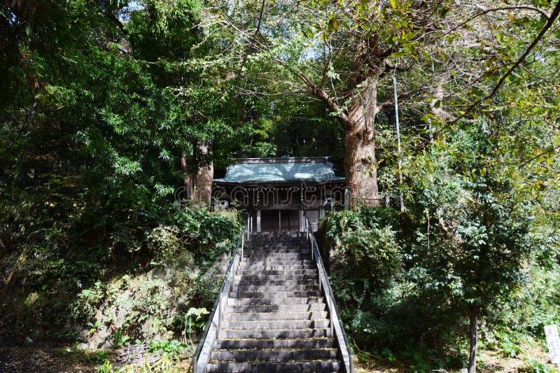 Un petit tombeau de Shinto image libre de droits
