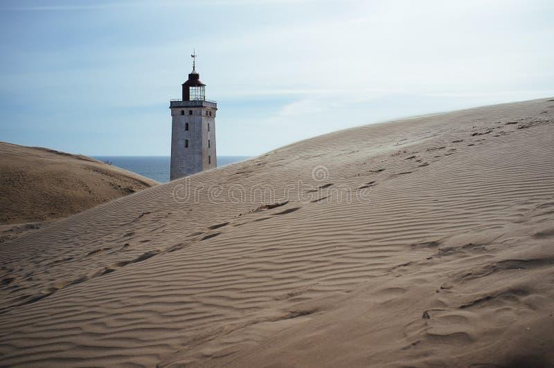 Un phare envahi par un sable migrateur dans Rubjerg Knude Danemark photos libres de droits