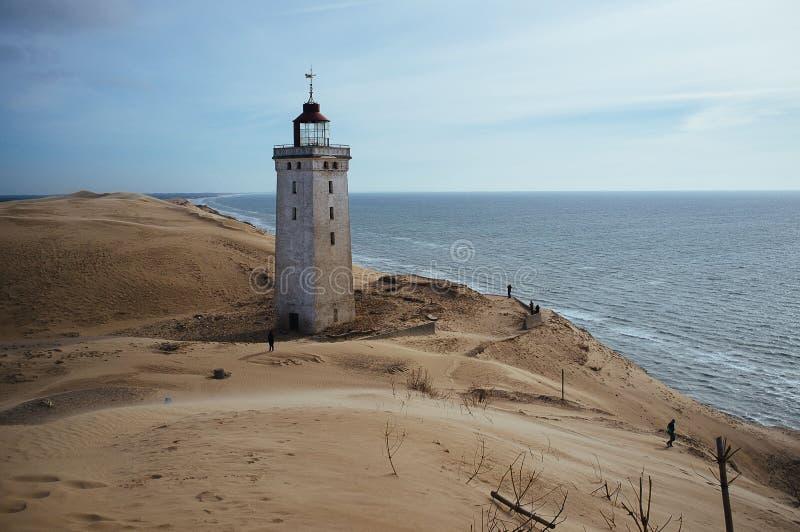 Un phare envahi par un sable migrateur dans Rubjerg Knude Danemark photo stock
