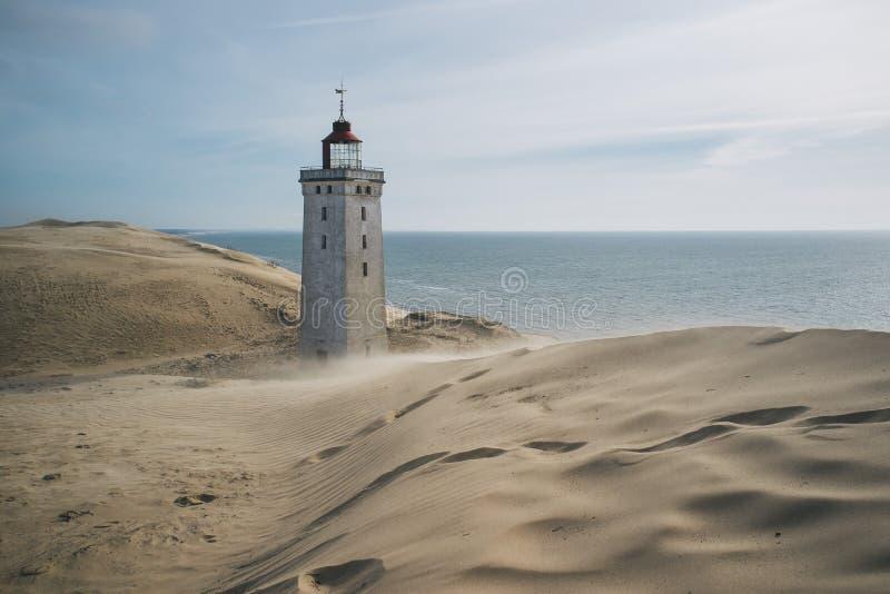 Un phare envahi par un sable migrateur dans Rubjerg Knude Danemark photo libre de droits