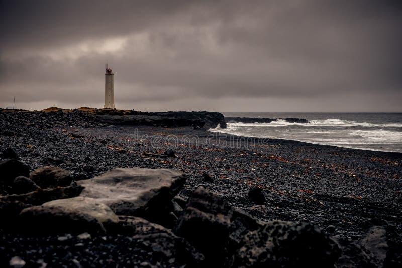 Un phare isolé en Islande images stock