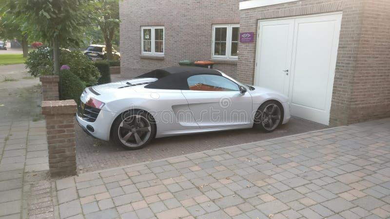 Un più vecchio modello del convertibile di Audi R8 immagine stock