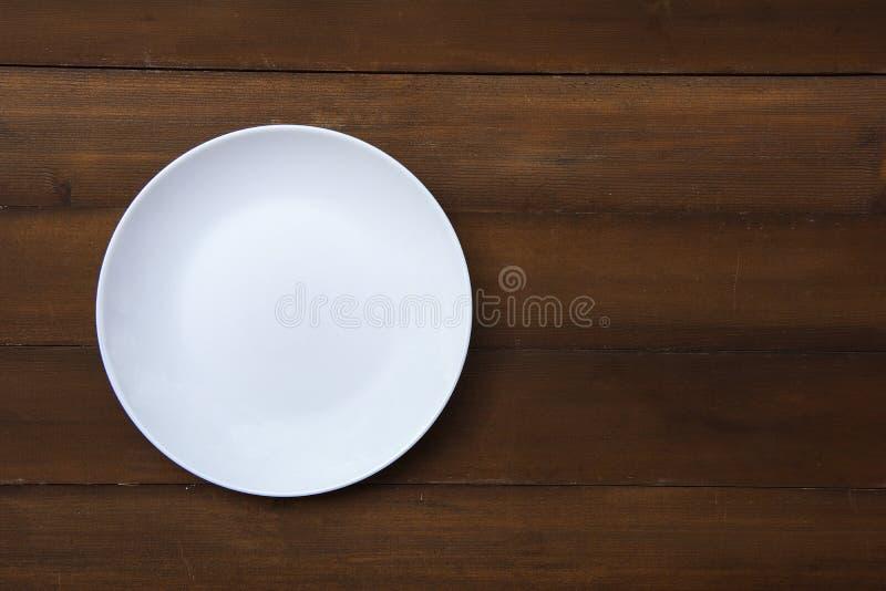 Un piatto bianco vuoto immagine stock libera da diritti